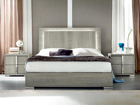 picture of a modern bedroom set in gray color. 2 nightstands are on the side.