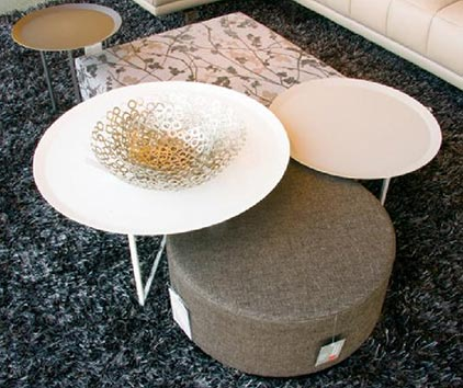 Coffee tables in differents sizes. White and cream colors shown. Metalic material.
