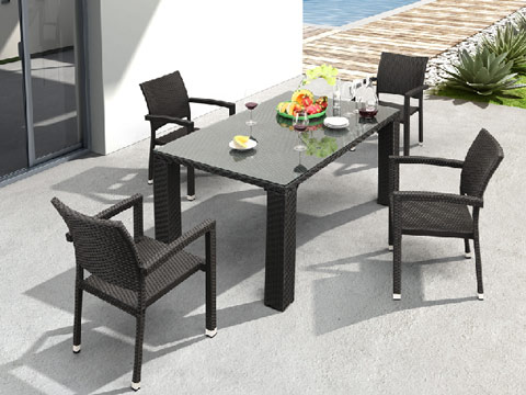 The outdoor table set is created with UV resistant polypropylene for maximum weather resistance, and a thick tempered glass top.